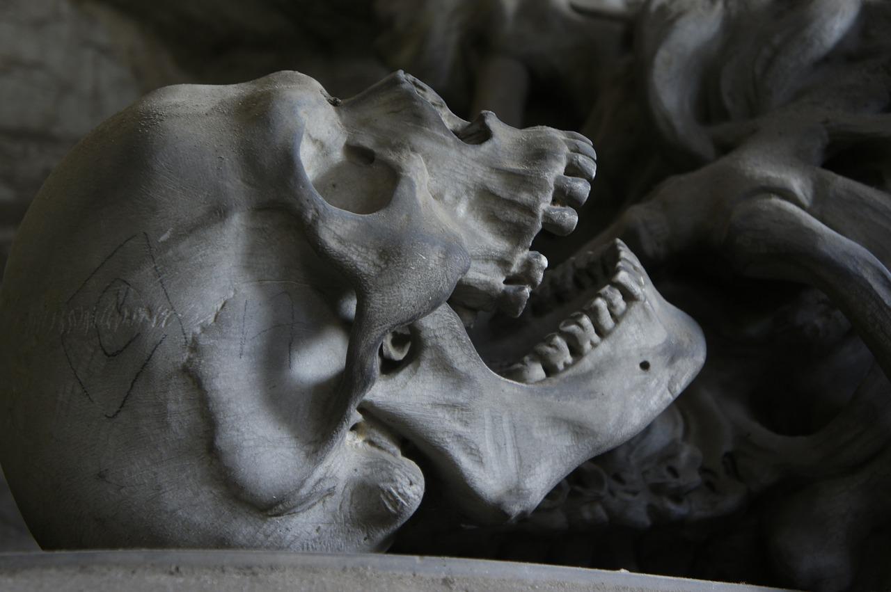 Diferencia entre muertos y fallecidos
