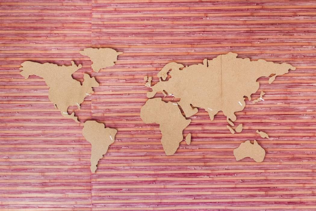 Mapa del mundo 8900 habitantes